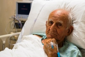 Hospitalized Elder man_ThinkstockPhotos-179229580